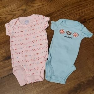 Girls flowers and hearts onesies size NB